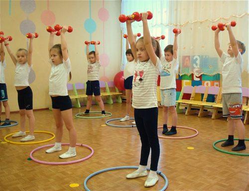 utrennyaya-zaryadka-dlya-detej-3-4-let-v-detskom-sadu.jpg