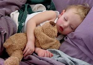 как приучить ребенка спать
