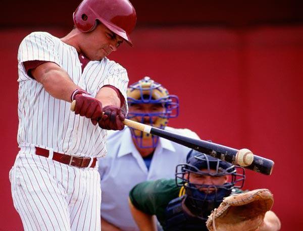 Чем лапта отличается от бейсбола?