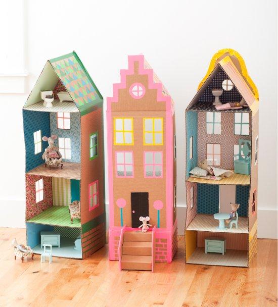 Домик для куклы из картонной коробки.jpg