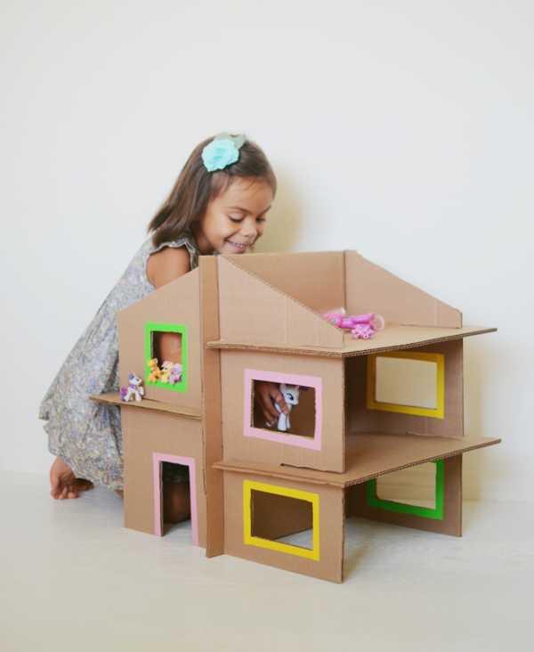 Домик для кукол из картонной коробки.jpg