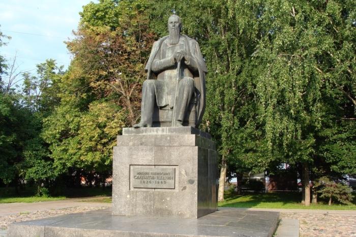Памятник Михаилу Салтыкову-Щедрину