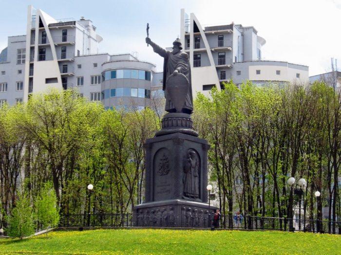 Памятник князю Владимиру Великому
