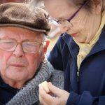 pensioneram-starshe-65-let-okazhut-pomoshh-352e0c9