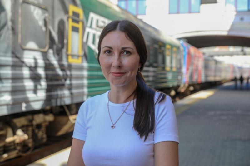 Юбилейный посетитель исторического музея «Поезд Победы» получил поздравление в Приморье