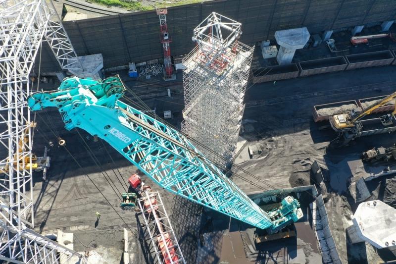 Строители навеса в «Терминале Астафьева» приступают к монтажу второго блока